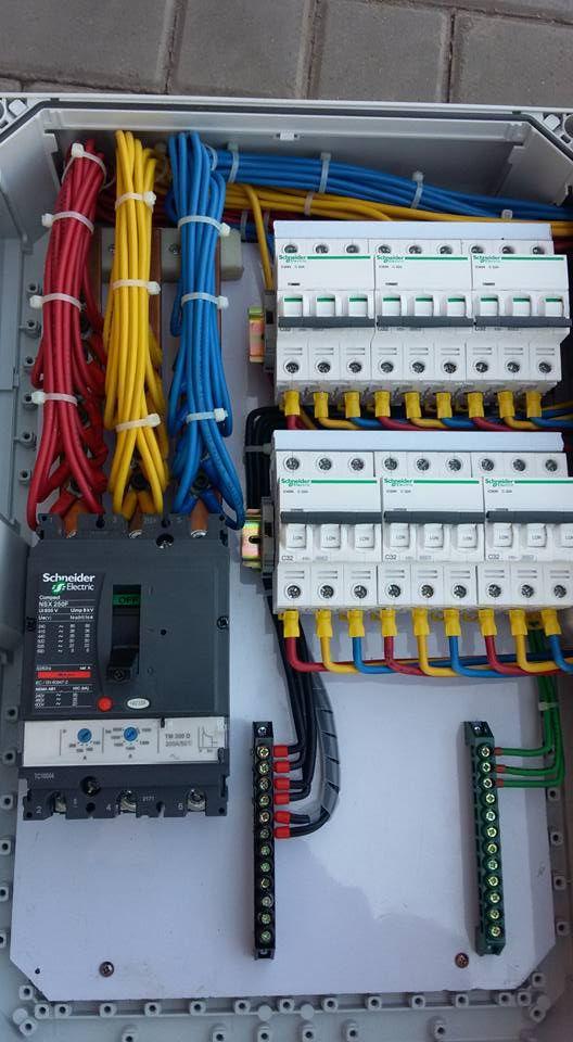 instalação elétrica - painel elétrico bem sinalizado