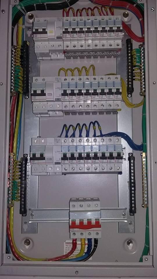 instalação elétrica - quadro elétrico grande