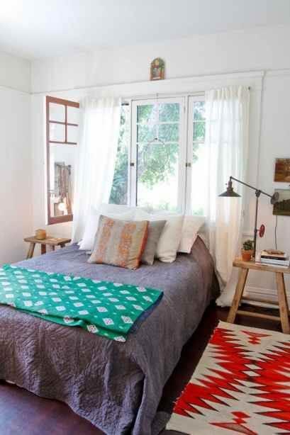 Mantenha a janela para quarto aberta durante o dia para ventilar o ambiente