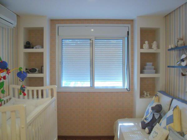 janela para quarto veneziana
