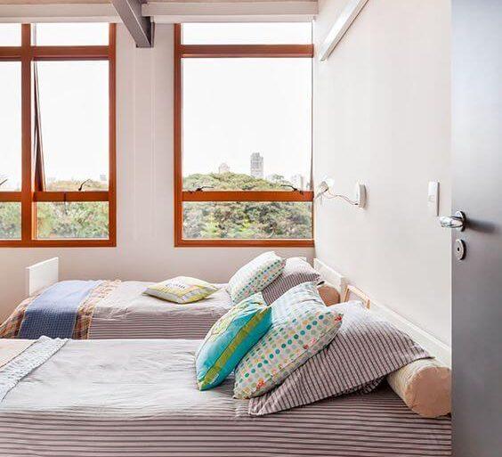 janelas-para-quarto-de-madeira-casa-de-valentina