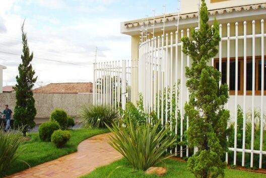 kaizuka - jardim de entrada com kaizuka