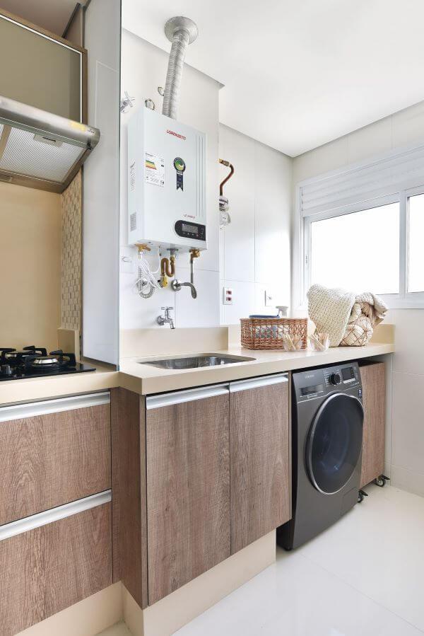 Lavadora de roupas clean com armários de madeira