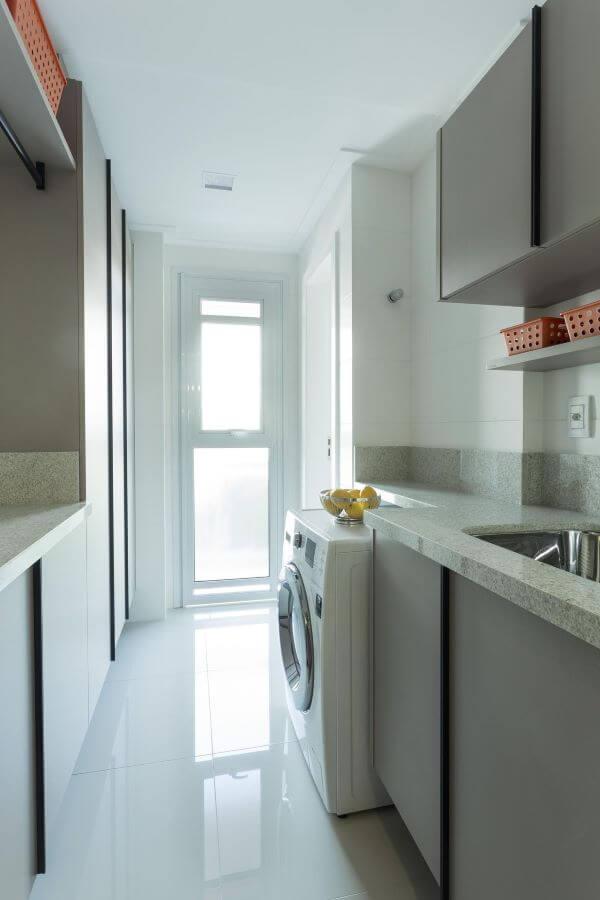 Lavadora de roupas com bancada de granito