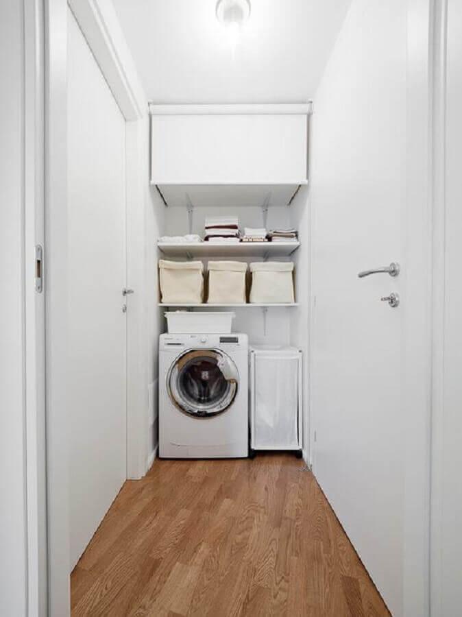 lavanderia simples com máquina de lavar e secar branca Foto Yandex