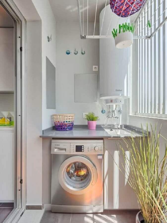 máquina de lavar e secar inox para lavanderia pequena e simples Foto Stella Eklund