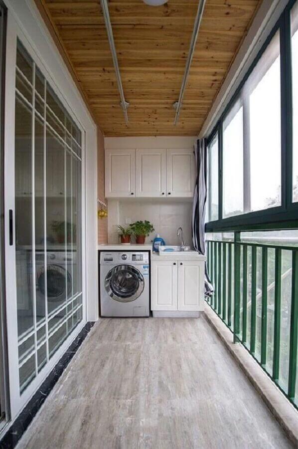 móveis planejados para lavanderia pequena com máquina de lavar e secar inox Foto Revista VD