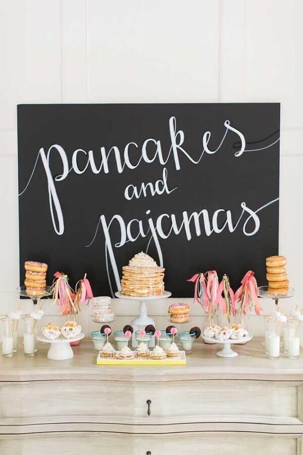 mesa de guloseimas para festa do pijama Foto Pinterest