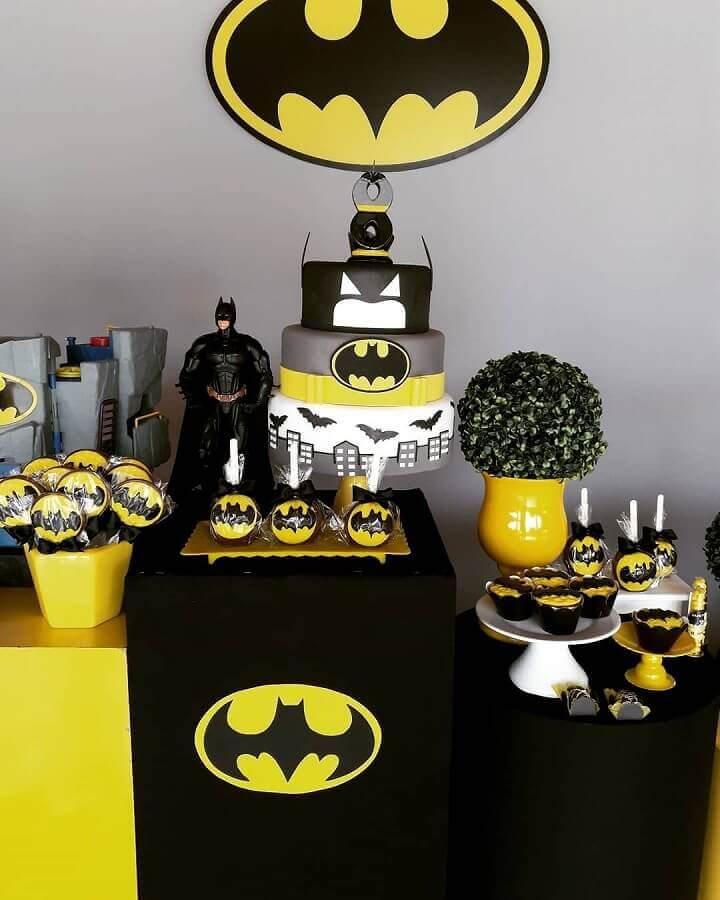 mesa de guloseimas para festa infantil do batman Foto Douglas Lopes