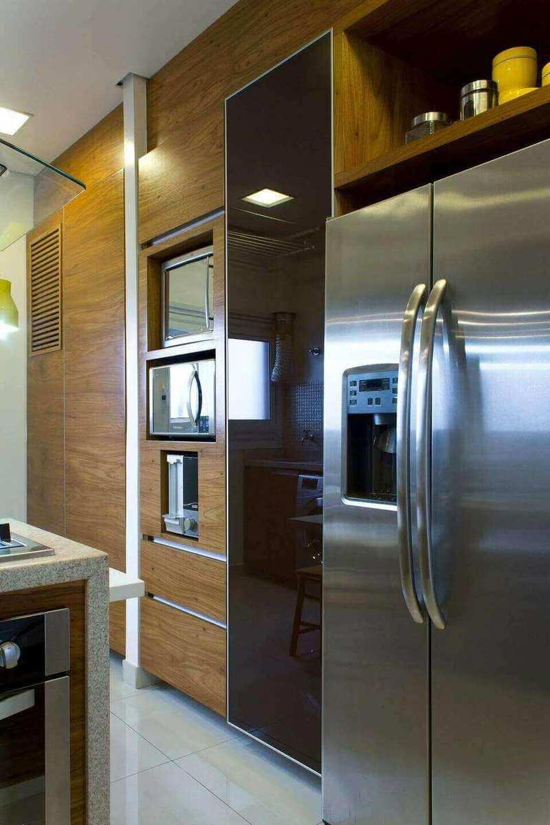 microondas espelhado - armário de madeira com forno e microondas embutido