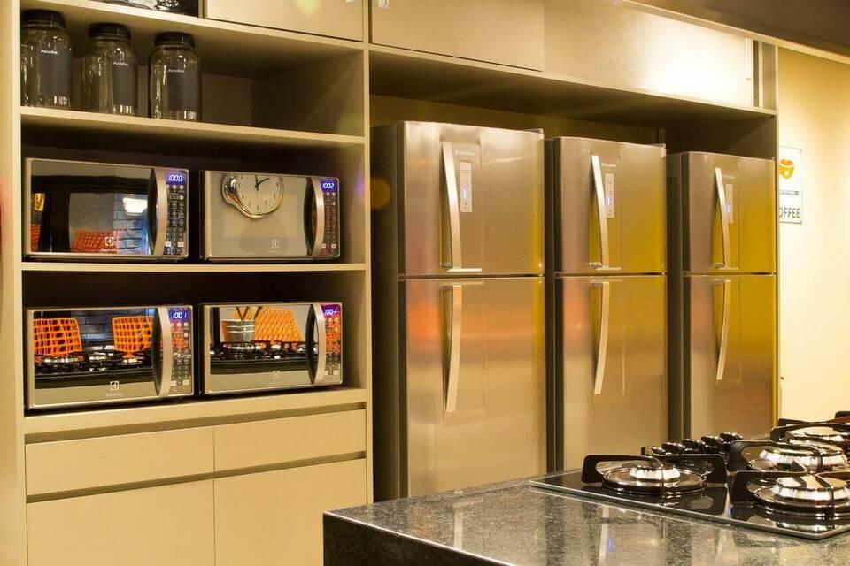 microondas espelhado - armários creme