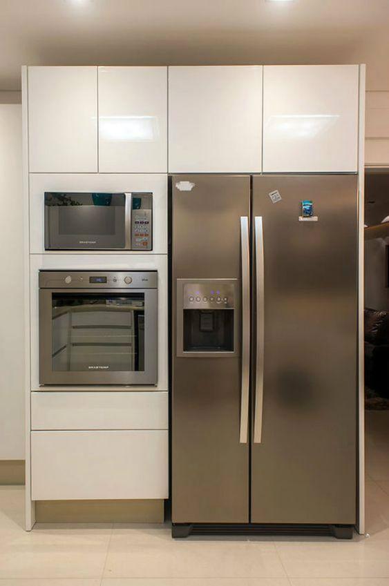 microondas espelhado - cozinha com armário branco