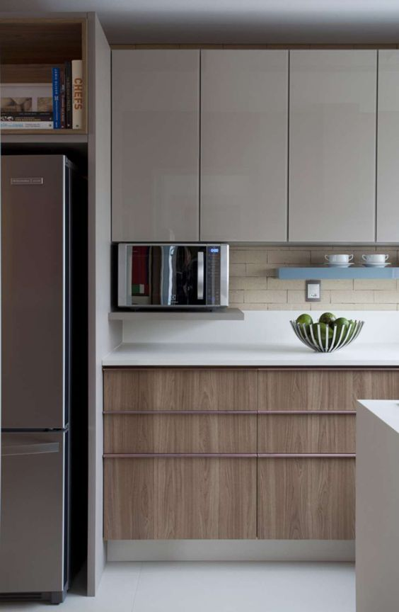 microondas espelhado - cozinha com lacas de madeira