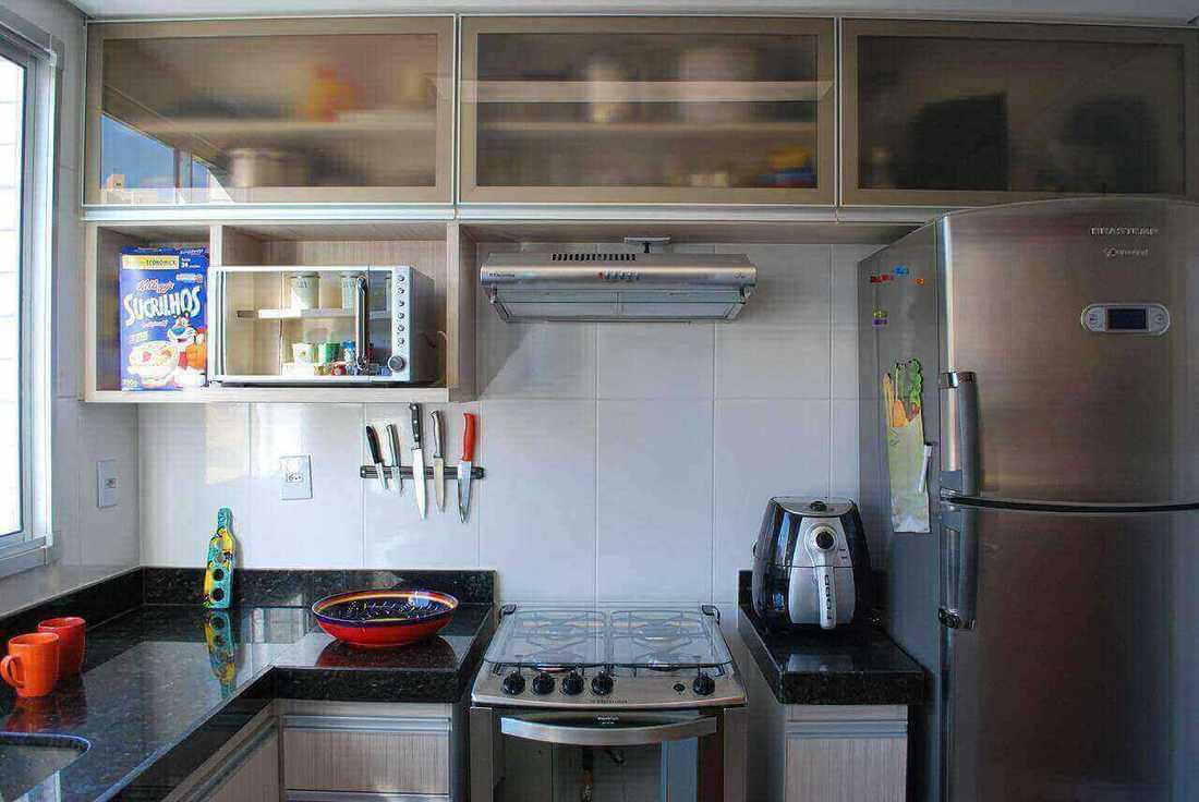 microondas espelhado - cozinha com nicho para o microondas
