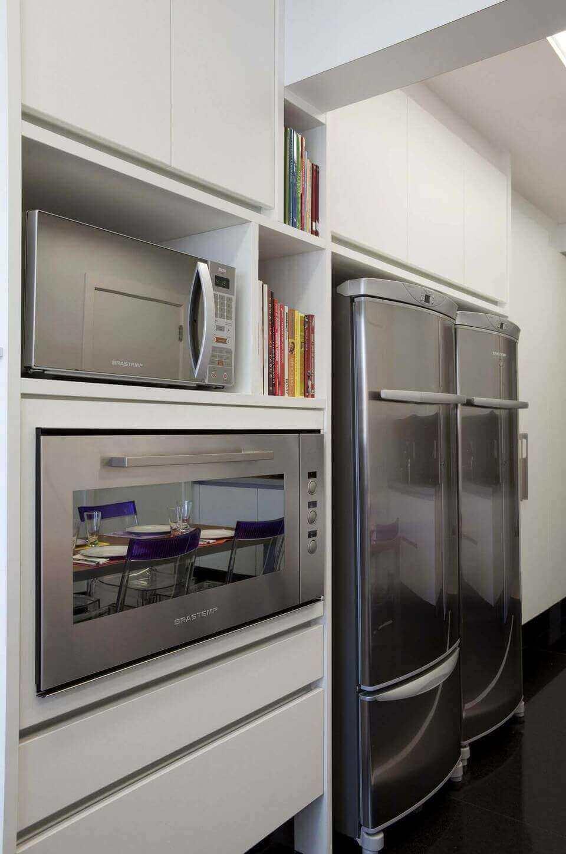 microondas espelhado - cozinha planejada com micro-ondas inox