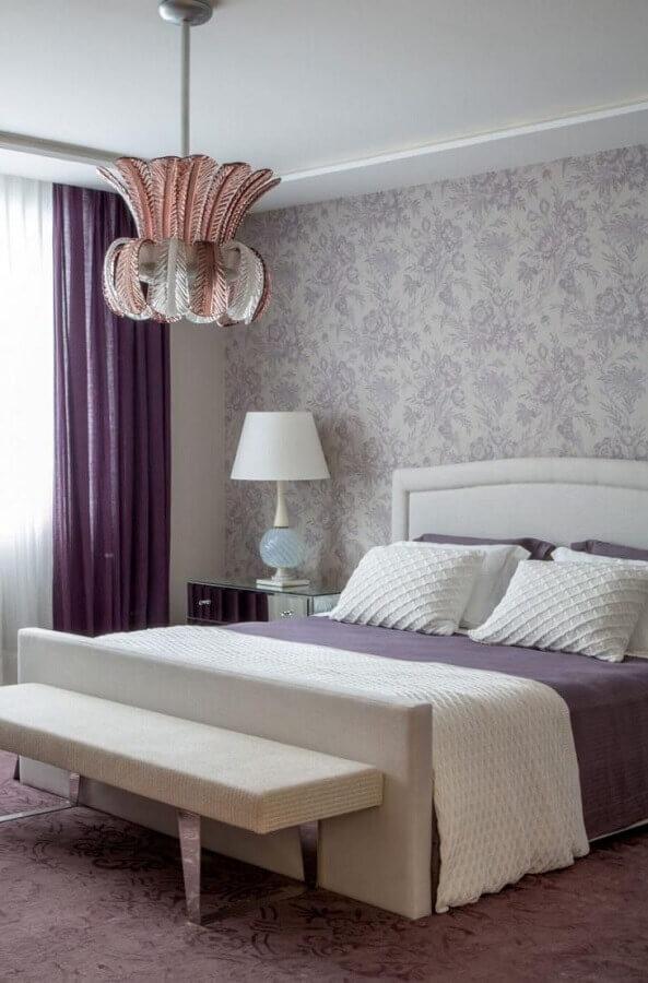 modelo diferente de pendente para quarto de casal branco e lilás Foto Roberto Migotto