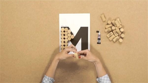 moldes de letras com rolha de vinho