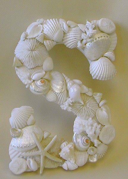 Moldes de letras para casa com conchas coladas