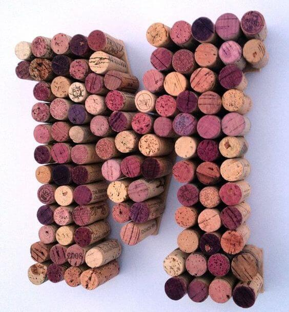 Moldes de letras com rolhas de vinho
