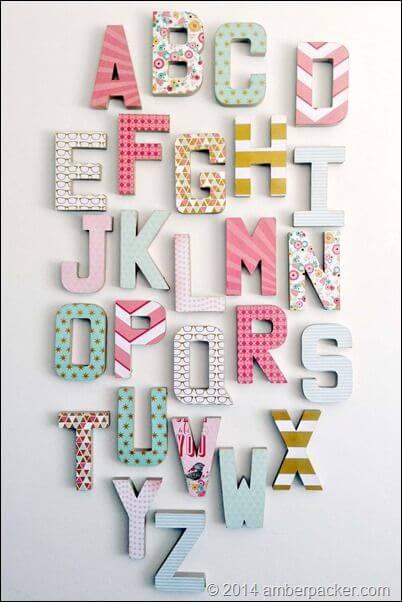 Os murais com moldes de letras do alfabeto pode ser ainda mais interessante para as crianças aprenderem o alfabeto