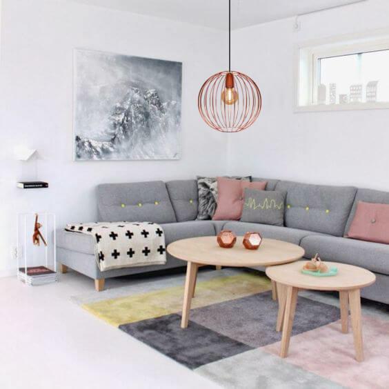 A sala de estar também pode ter um pendente grande cobre