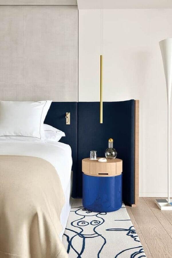 pendente para quarto com design moderno e acabamento dourado Foto Boca do Lobo