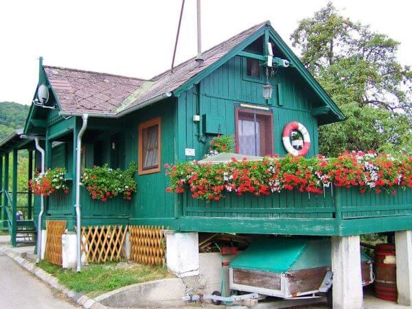 Pinturas de casas de madeira na cor turquesa
