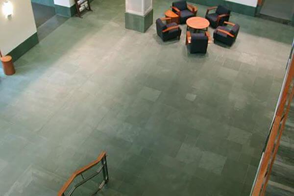 piso de ardósia verde