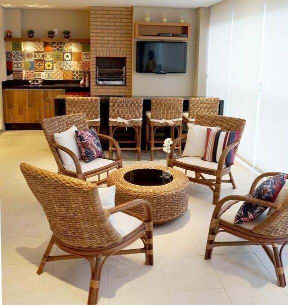 piso para varanda - área gourmet com cadeiras de vime