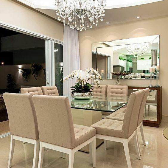 plantas artificiais para decoração - mesa de jantar com flores brancas