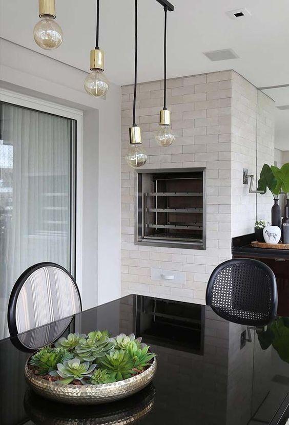 plantas artificiais para decoração - mesa de jantar com vaso de suculenta