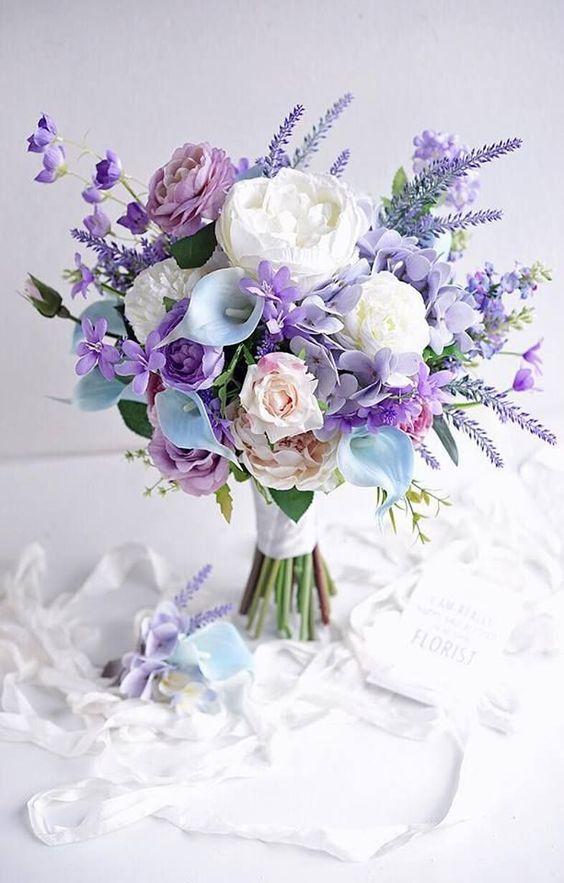 plantas artificiais para decoração - rosas brancas e roxas