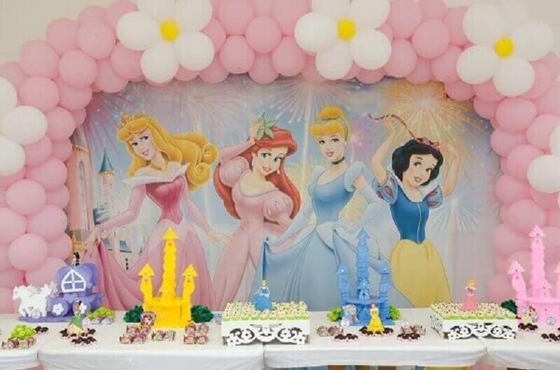 princesas como tema de aniversário de menina Foto Universo de Mãe
