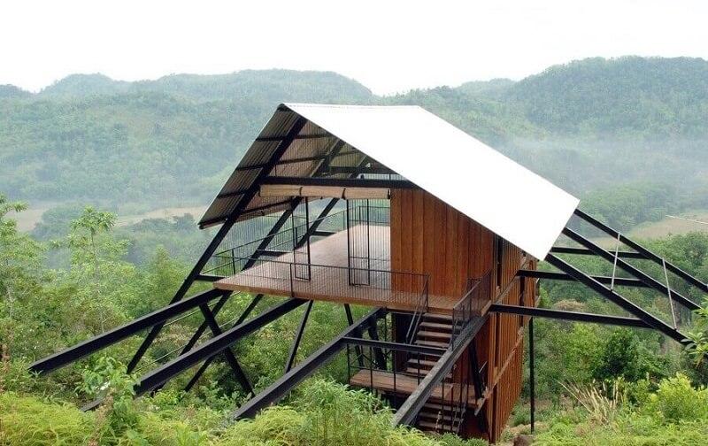 projeto de casa pré fabricada em meio a natureza