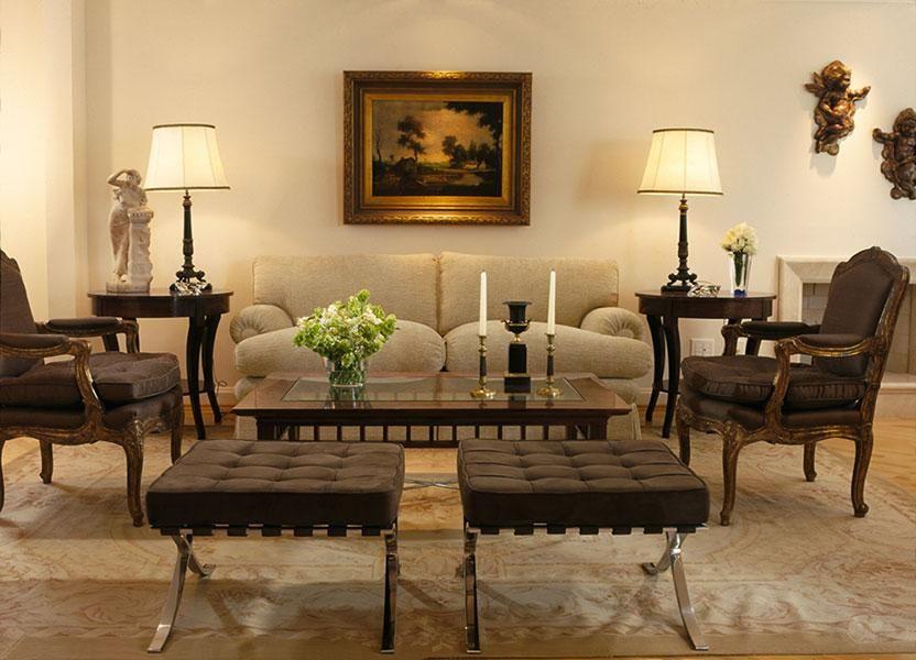 puff quadrado - sala de estar com puff barcelona marrom