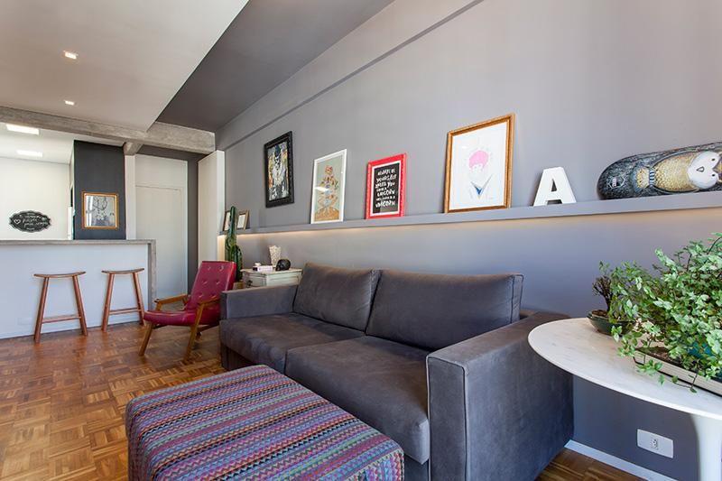 puff quadrado - sala de estar com puff colorido