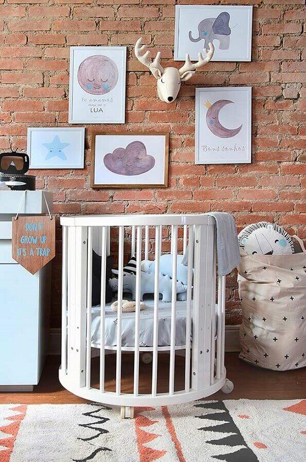quadros decorativos para quarto de bebê com parede de tijolinho Foto Wood Save