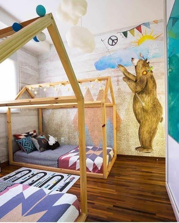 Quarto compartilhado com camas em formato de casinha