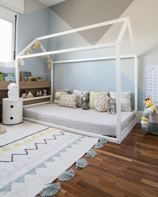 Quarto montessoriano com cama casinha