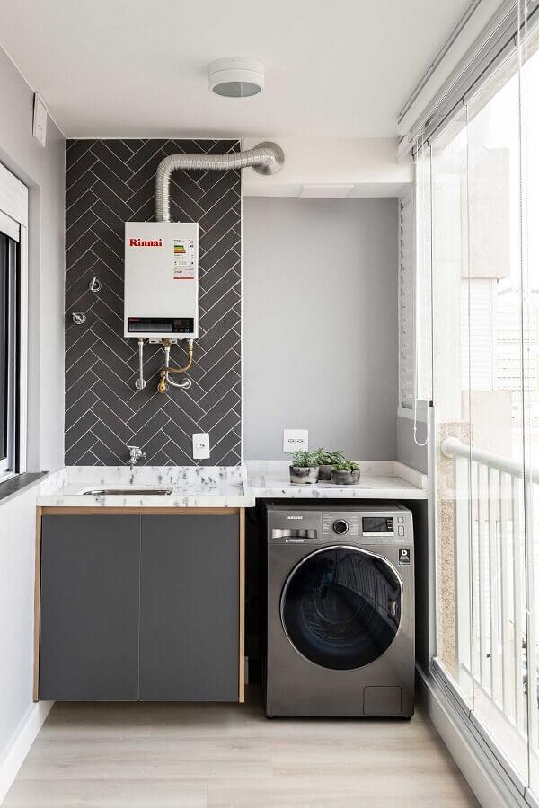 revestimento escama de peixe para lavanderia pequena com máquina de lavar e secar inox Foto Zark Studio Lab