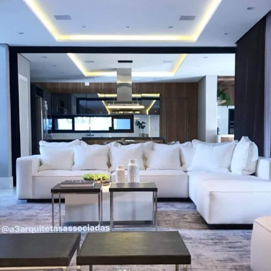 sala moderna com sofá de canto branco Foto Carla Ribas e Camilla Mota