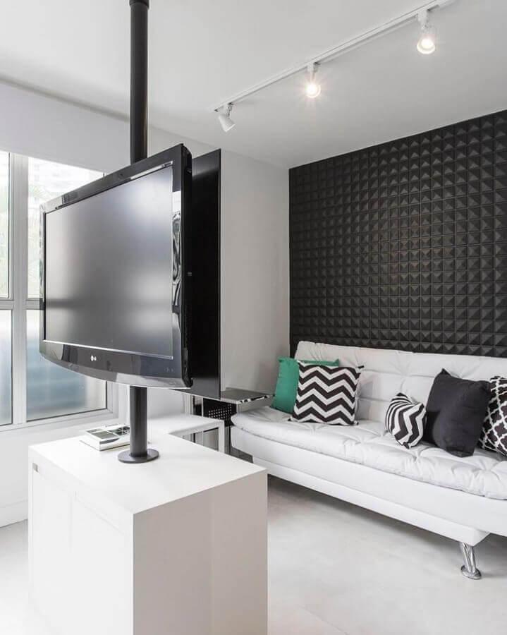 sala pequena decorada com revestimento 3d e sofá branco Foto Sesso & Dalanezi Arquitetura