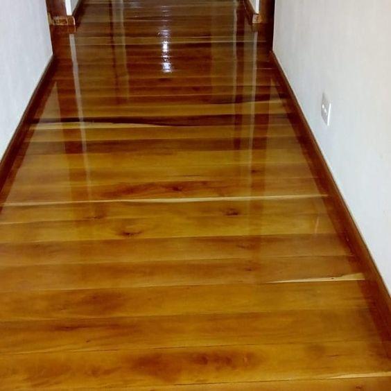 sinteco - corredor com piso envernizado