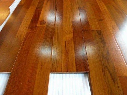 sinteco - piso laminado sendo aplicado