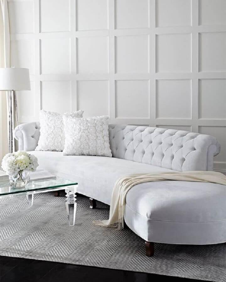sofá branco com encosto capitonê Foto Neiman Marcus