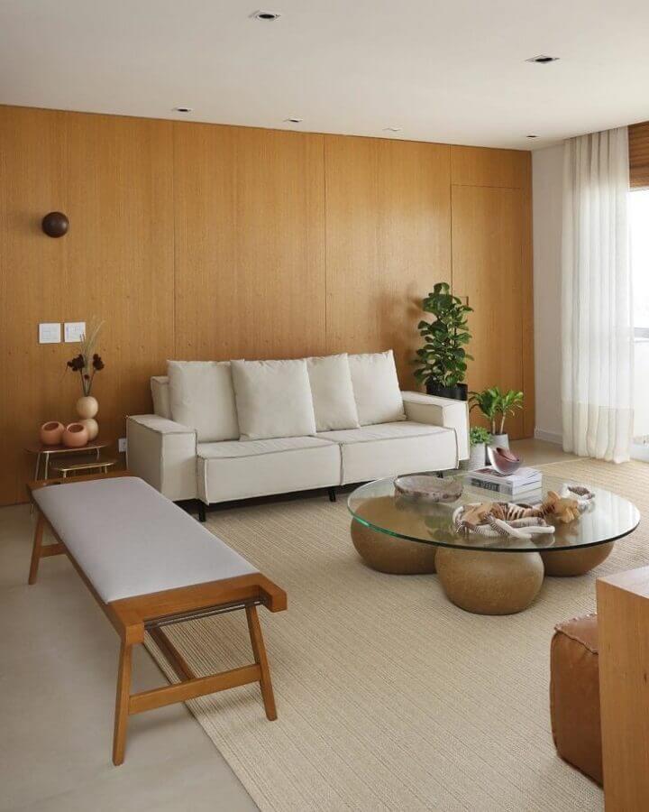sofá branco para sala decorada com mesa de centro de vidro Foto Quattrino Arquitetura
