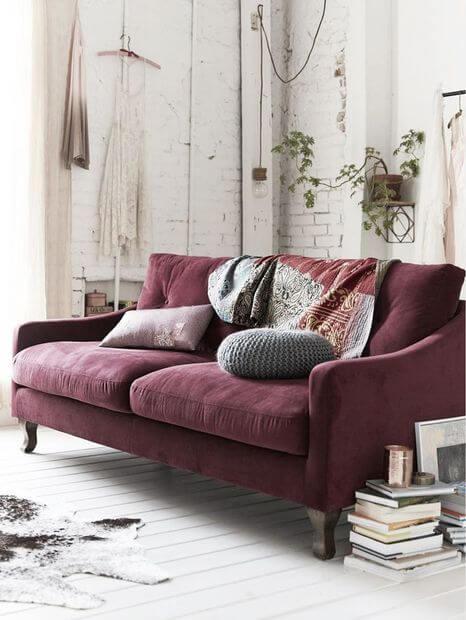 sofá na cor marsala