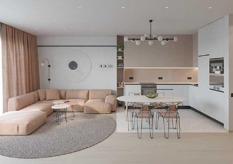 tapete cinza claro para sala integrada com cozinha decorada com sofá rosa Foto JERA Arquitetura e Engenharia