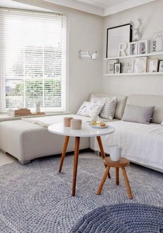 tapete cinza de crochê para decoração de sala Foto Decoholic