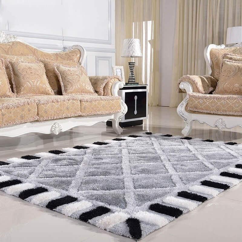 tapete felpudo cinza com detalhes preto e branco Foto Amazon
